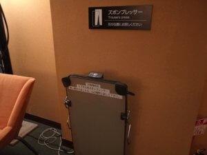 アパホテル内のズボンプレッサー