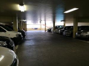 東村山店の屋内駐車場