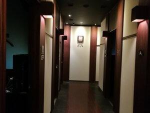 東大和店のカラオケブース