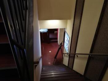 快活クラブ幸手店の階段