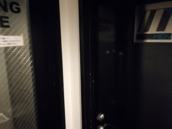 ワンカラの男子トイレと喫煙ルーム