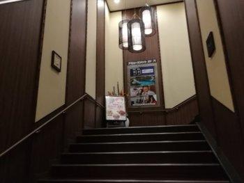 階段で2Fへ