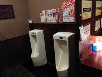 快活クラブ16号浜野店の男子トイレ