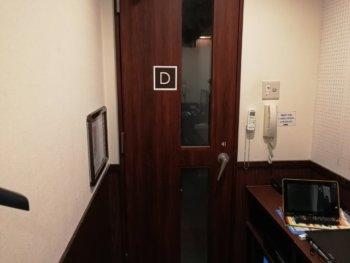 ワンツーカラオケの扉